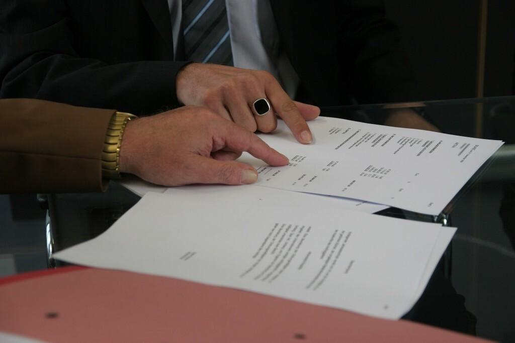 Acordo financeiro para pensão alimentícia.